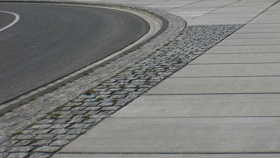 großformatigen Betonplatten